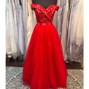 Dresses & Skirts - Seductive Red Off-Shoulder Ballgown